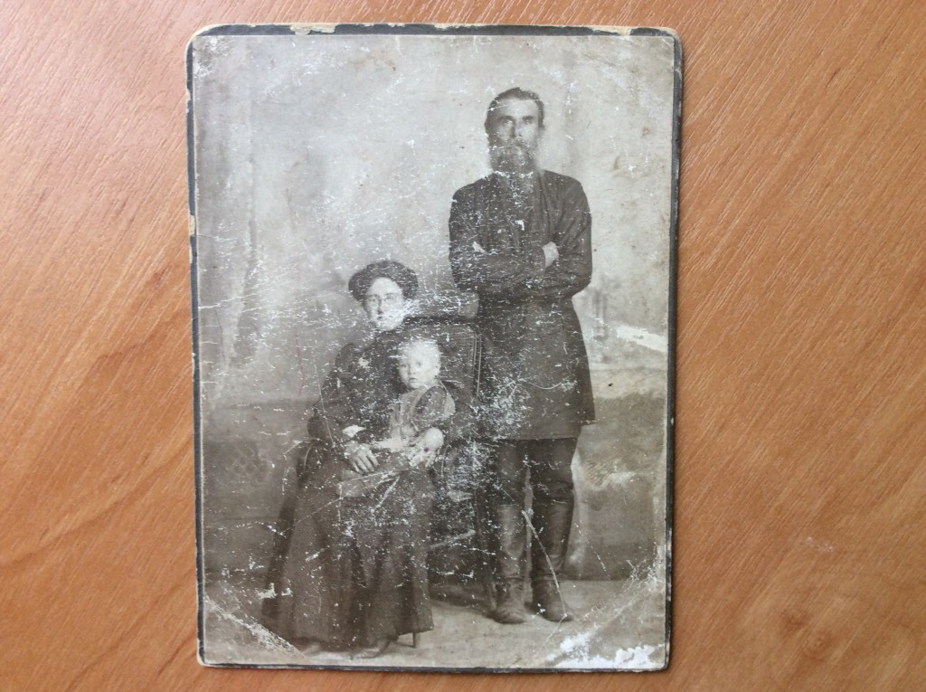 Помещик Николай Николаевич Безменов с супругой Марией Николаевной и сыном Николаем - дедом С.Д. Филипповича.